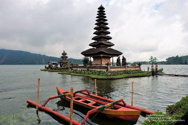 15u Balis.Ulun Danu šventykla prie Bratano ežero
