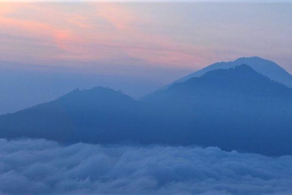 16u Balis. Baturas, kylanti saulė